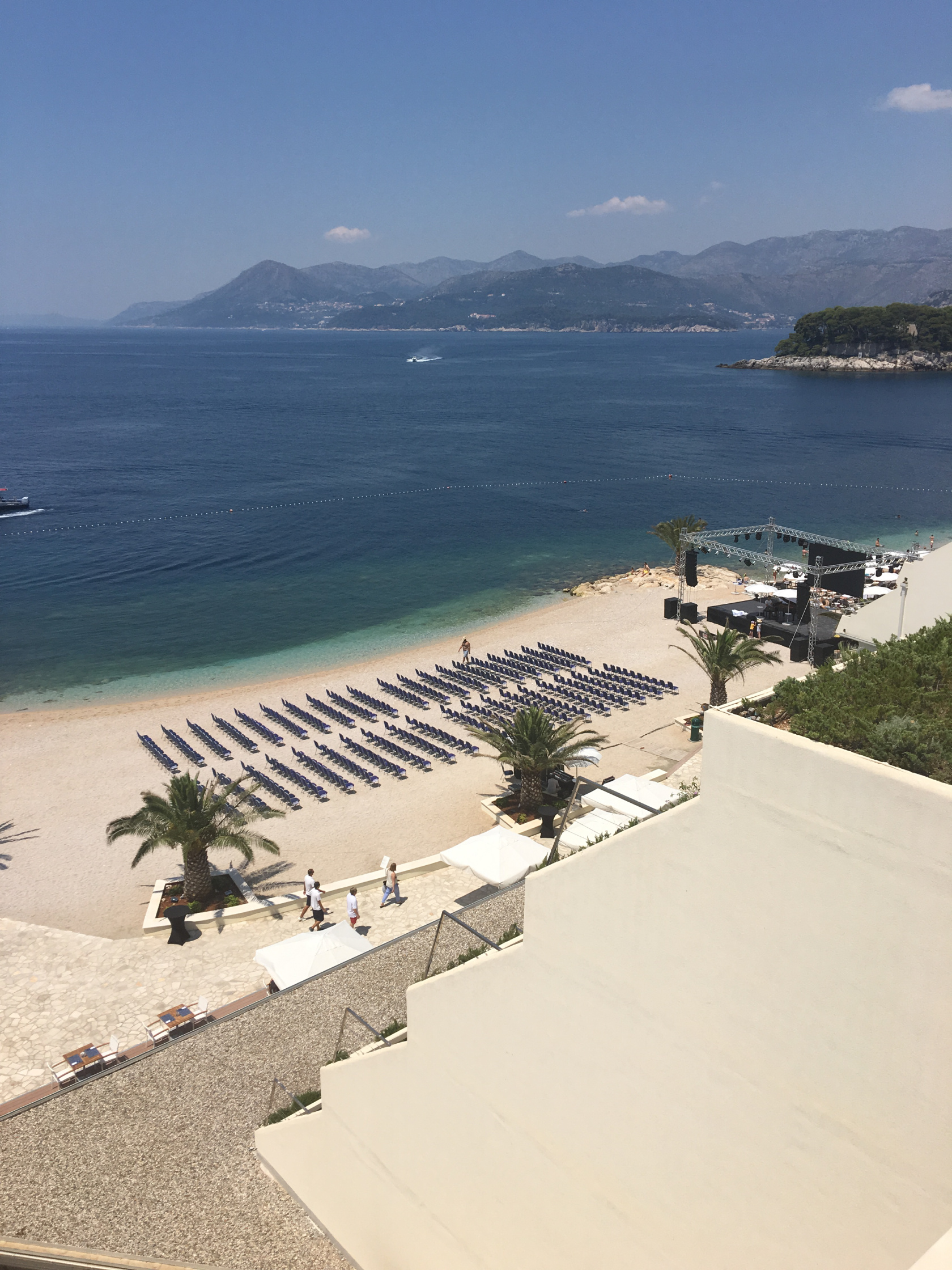 Maxim Mrvica's concert preparation on the beach